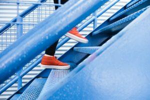 起業の壁を乗り越え1歩1歩登り続ける